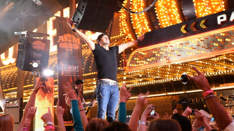 Luke Bryan Live Photos Press Shots And Fan Photos
